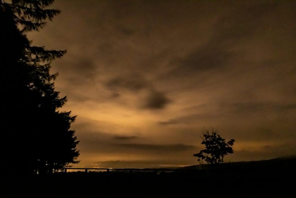 2020年8月22日、信州たてしな 白樺高原の蓼科第二牧場から北方向、夜の風景