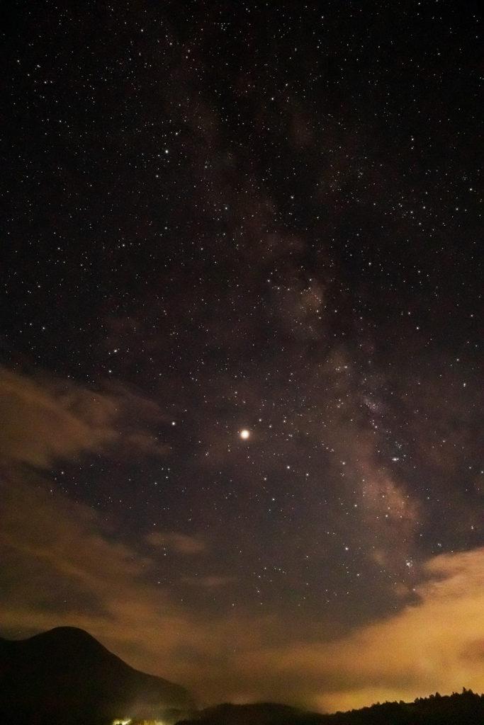 2020年8月23日、信州たてしな 白樺高原の蓼科第二牧場にて夜の風景2