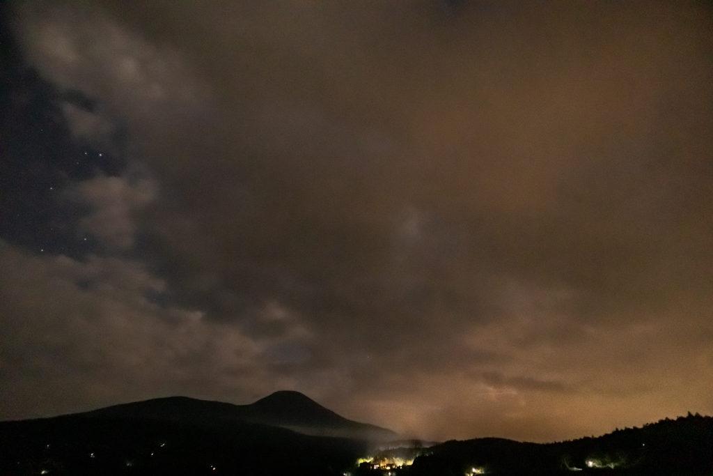 2020年8月25日、信州たてしな 白樺高原の蓼科第二牧場にて夜の風景