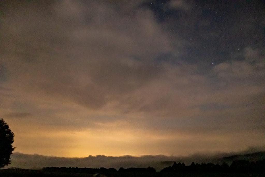2020年8月25日、信州たてしな 白樺高原の蓼科第二牧場から北方向、夜の風景