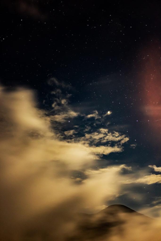 2020年8月27日、信州たてしな 白樺高原の蓼科第二牧場にて夜の風景
