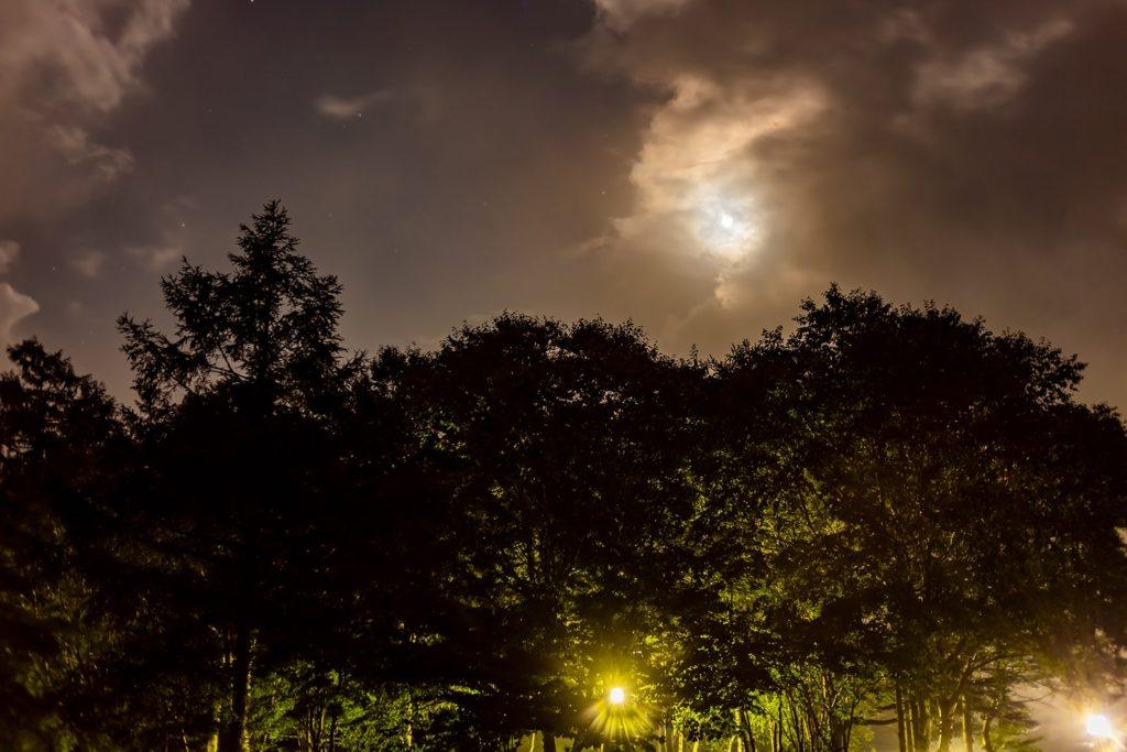 2020年8月31日、信州たてしな 白樺高原の女神湖から南方向、夜の風景