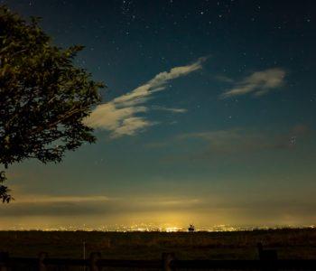 2020年8月28日、信州たてしな 白樺高原の蓼科第二牧場から北方向、夜の風景