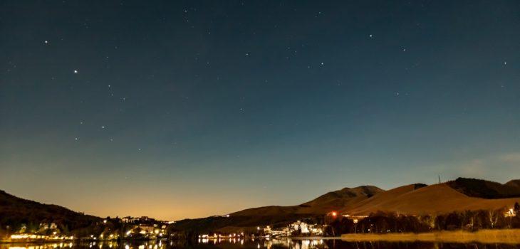 2020年10月31日、信州たてしな 白樺高原の白樺湖から南西方向、夜の風景