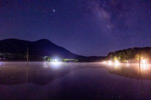 長野県でもおすすめの星空が楽しめる高原リゾート白樺高原=星空高原のおすすめスポット女神湖畔からの星空