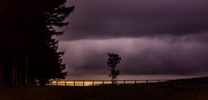 2020年8月30日、信州たてしな 白樺高原の蓼科第二牧場から北方向、夜の風景