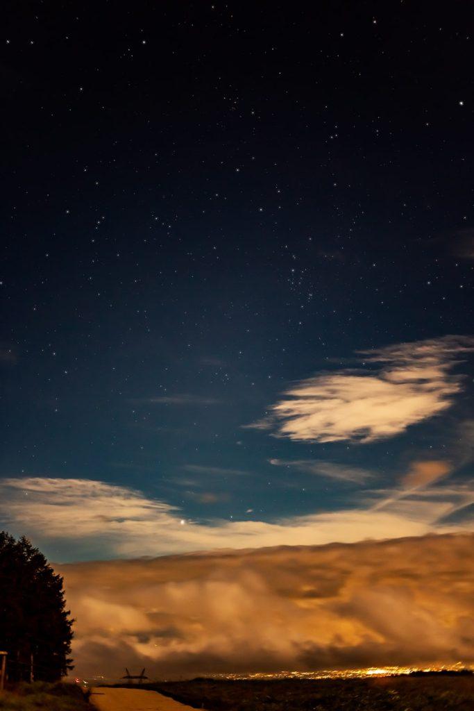2020年9月2日、信州たてしな 白樺高原の蓼科第二牧場から北方向、夜の風景