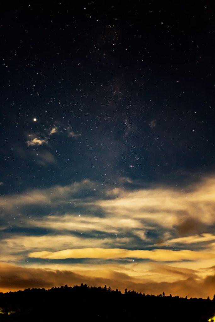 2020年9月3日、信州たてしな 白樺高原の蓼科第二牧場から南方向、夜の風景
