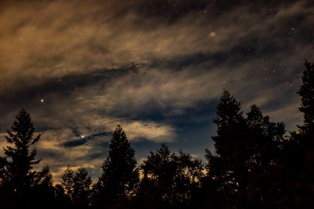 2020年9月4日、信州たてしな 白樺高原の蓼科山七合目登山口から、夜の風景