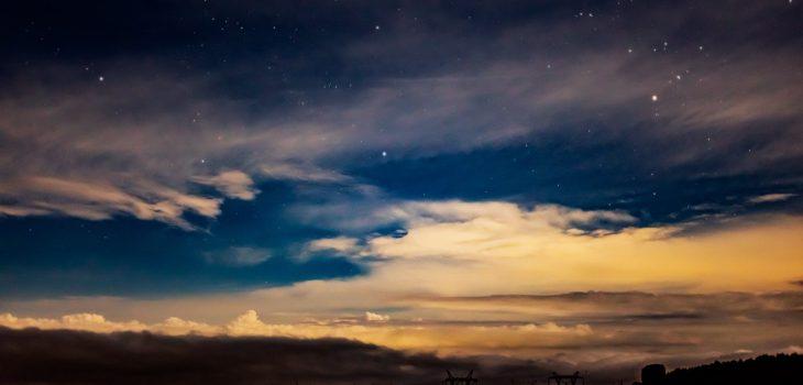 2020年9月4日、信州たてしな 白樺高原の蓼科第二牧場から北方向、夜の風景