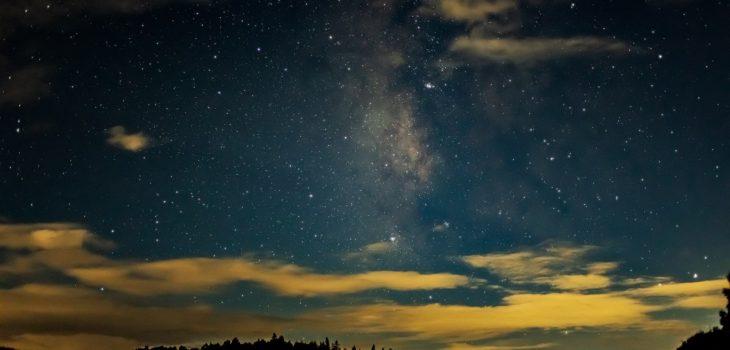 2020年9月6日、信州たてしな 白樺高原の蓼科第二牧場から南西方向、夜の風景