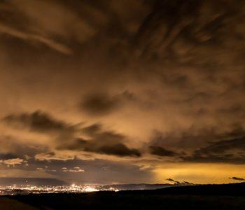 2020年9月7日、信州たてしな 白樺高原の蓼科第二牧場から北方向、夜の風景