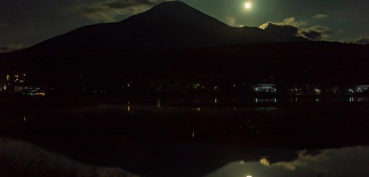 2020年10月1日、信州たてしな 白樺高原の白樺湖畔から、夜の風景