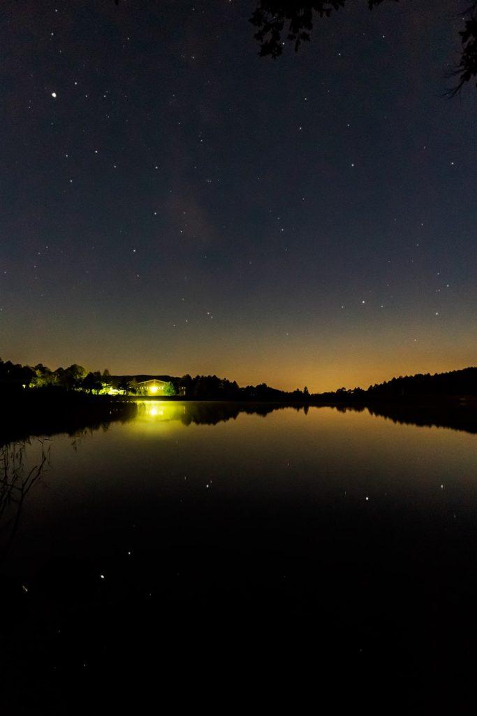 2020年10月2日、信州たてしな 白樺高原の女神湖畔から、夜の星空風景2