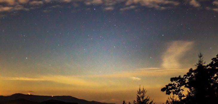 2020年10月3日、信州たてしな 白樺高原の夕陽の丘公園から、夜の星空風景1