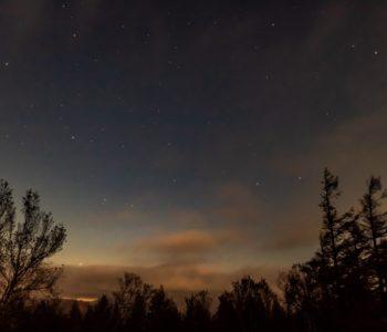 2020年10月29日、信州たてしな 白樺高原の蓼科第二牧場から北西方向、夜の風景