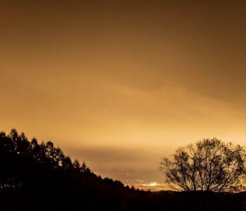 2020年11月2日、信州たてしな 白樺高原の三望台から見る夜の風景