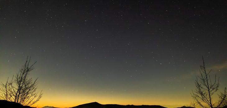 2020年11月13日、信州たてしな 白樺高原の夕陽の丘公園から、夜の星空風景2