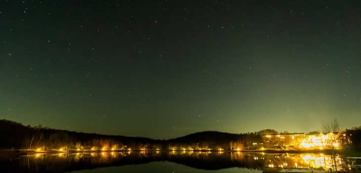 2020年11月16日、信州たてしな 白樺高原の女神湖畔から、夜の星空風景