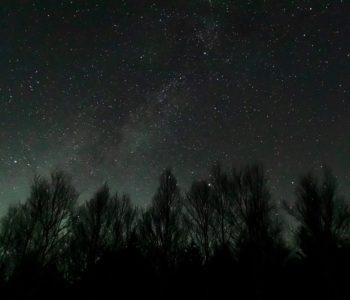 2020年11月17日、信州たてしな 白樺高原の蓼科第二牧場から西方向、夜の風景