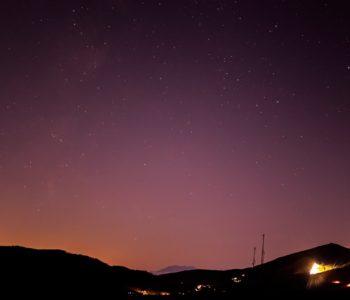 2020年11月21日、信州たてしな 白樺高原の夕陽の丘公園から、夜の星空風景