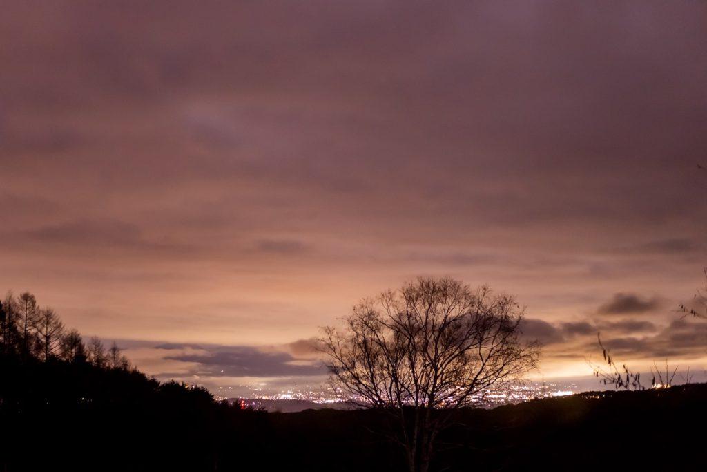 2020年11月26日、信州たてしな 白樺高原の三望台から北東方向、夜の風景