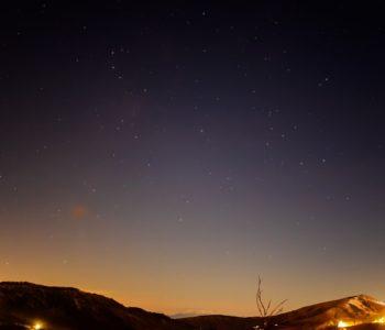 2020年11月28日、信州たてしな 白樺高原の夕陽の丘公園から、夜の星空風景