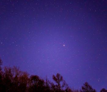 2020年12月5日、信州たてしな 白樺高原の夕陽の丘公園から、夜の星空風景