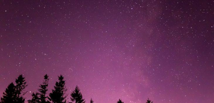 2020年12月6日、信州たてしな 白樺高原の蓼科第二牧場から南の方向、夜の星空風景