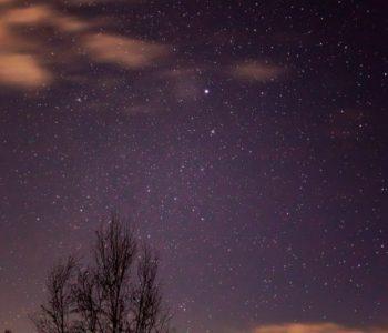 2020年12月7日、信州たてしな 白樺高原の三望台から、夜の星空風景