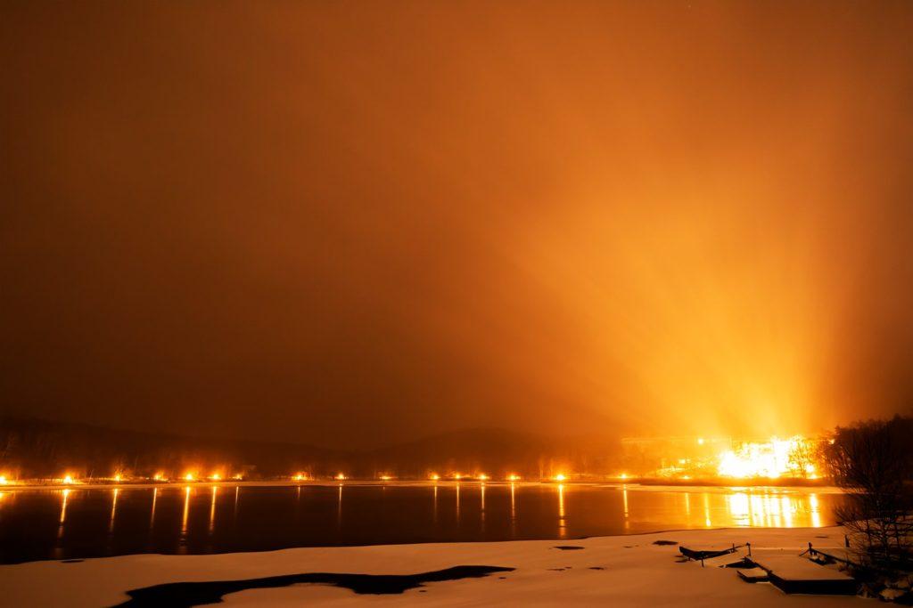2020年12月16日、信州たてしな 白樺高原の女神湖畔から、夜空。