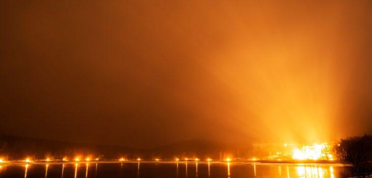 2020年12月16日、信州たてしな 白樺高原の女神湖畔から、夜空