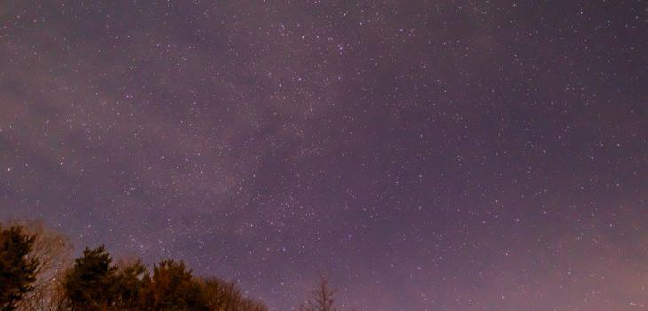2020年12月24日、信州たてしな 白樺高原の三望台から見る、夜の星空風景2