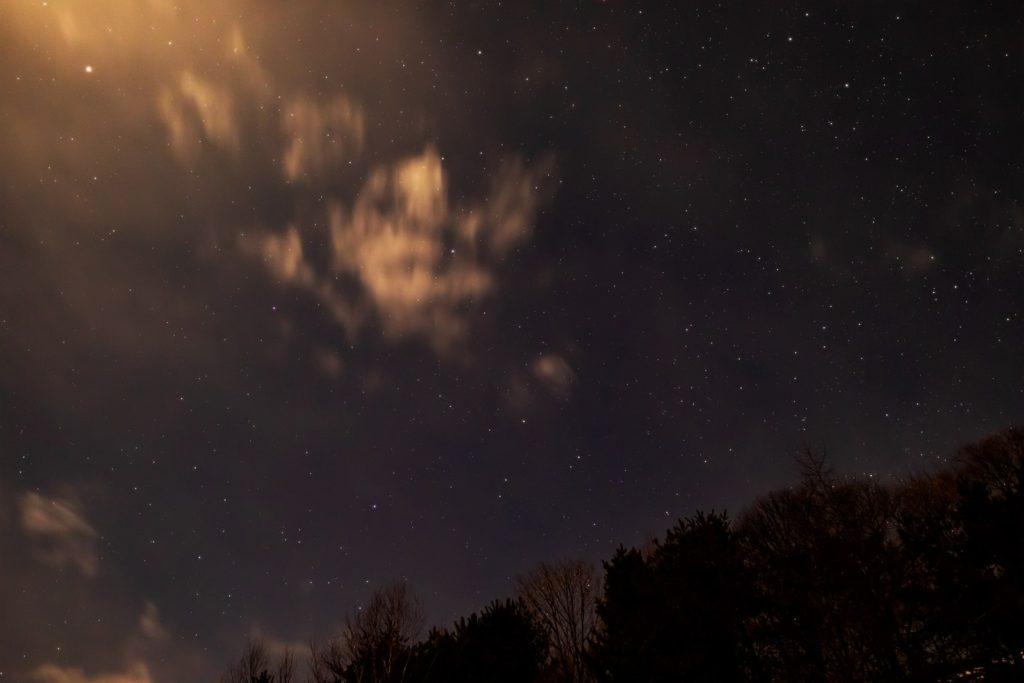 2020年12月25日、信州たてしな 白樺高原の三望台から見る、夜の星空風景。ペガスス座やとかげ座のほか火星が見える。
