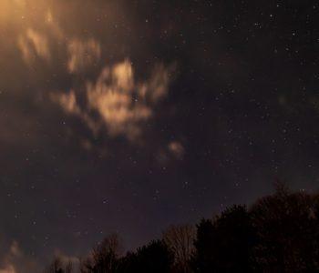 2020年12月25日、信州たてしな 白樺高原の三望台から見る、夜の星空風景