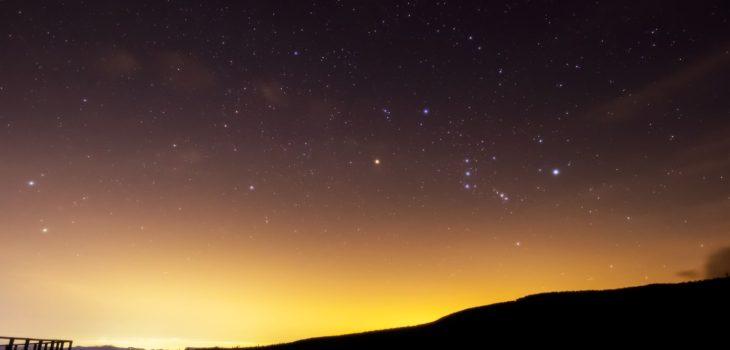 2021年1月3日、信州たてしな 白樺高原の蓼科第二牧場から、夜の星空風景