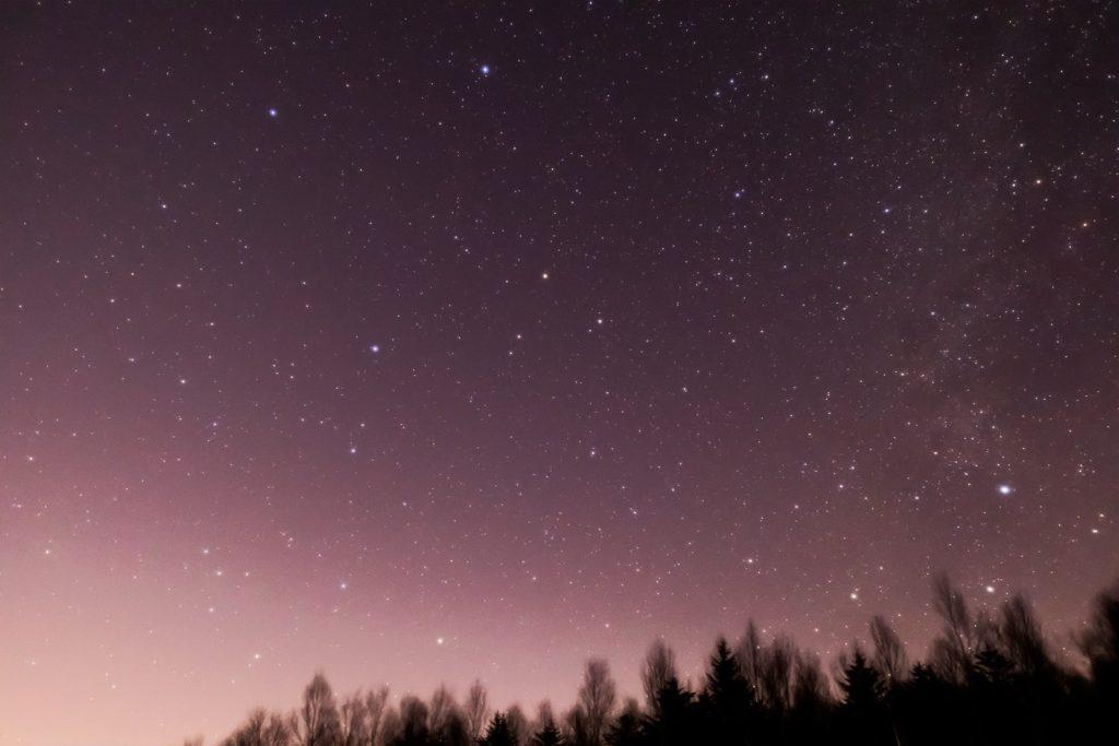 2021年1月4日、信州たてしな 白樺高原の蓼科第二牧場から、夜の星空風景2。ペガスス座と天の川。