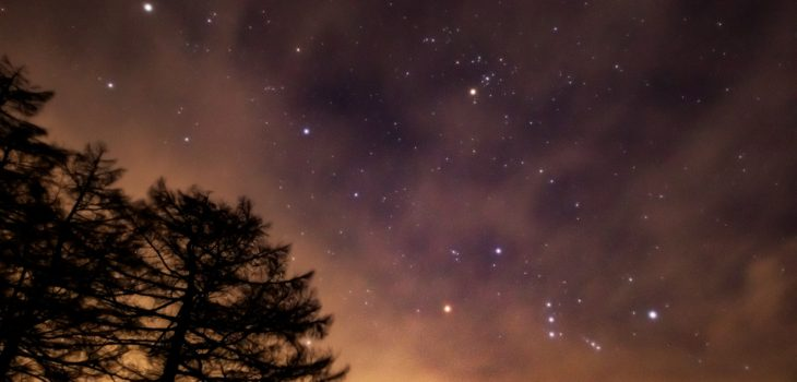2021年1月7日、信州たてしな 白樺高原の蓼科第二牧場から、夜の星空風景
