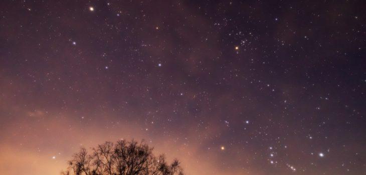 2021年1月8日、信州たてしな 白樺高原の三望台から南東方向、夜の星空風景