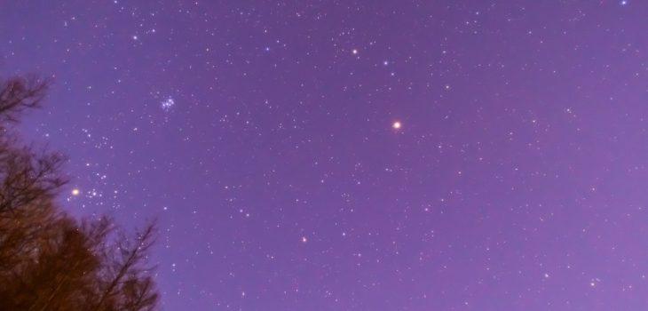 2021年1月13日、信州たてしな 白樺高原の夕陽の丘公園から、夜の星空風景