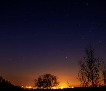 2021年1月14日、信州たてしな 白樺高原の三望台から北東方向、夜景と星空の風景