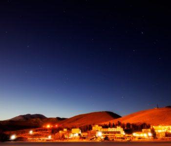 2021年1月15日、信州たてしな 白樺高原の白樺湖畔から、夜の星空風景