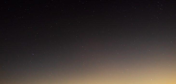 2020年12月28日、信州たてしな 白樺高原の夕陽の丘公園から西、夜の星空風景