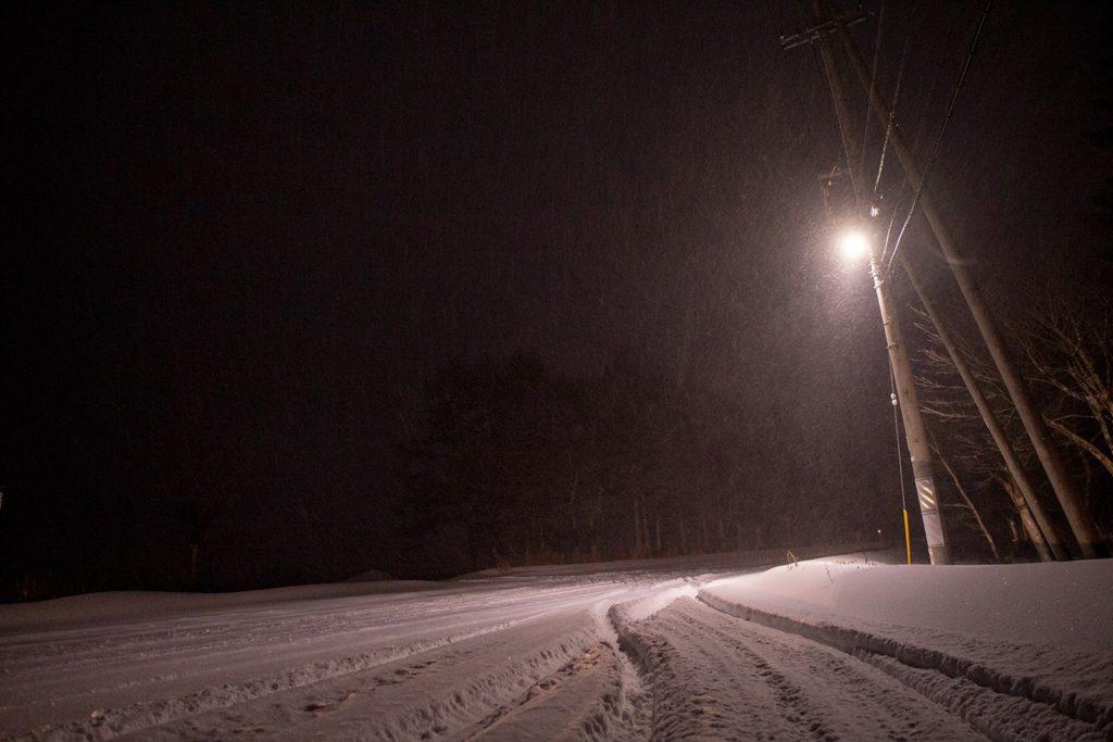 2020年12月30日、信州たてしな 寒波により雪となった白樺高原の夜の景色