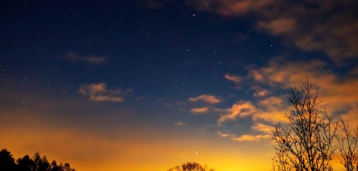 2020年12月31日、信州たてしな 白樺高原の三望台から北東方向、夜の星空風景