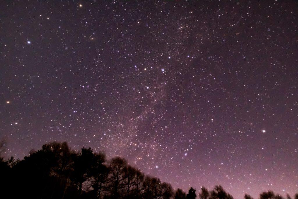 2021年1月19日、信州たてしな 白樺高原の三望台から、夜の星空風景