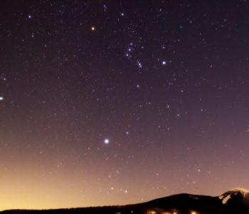 2021年1月20日、信州たてしな 白樺高原の蓼科第二牧場から、夜の星空風景
