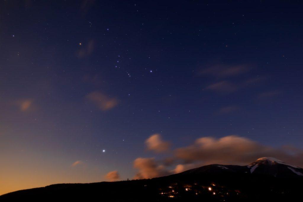 2021年1月29日、信州たてしな 白樺高原の蓼科第二牧場から、夜の星空風景