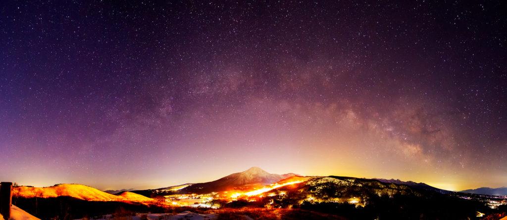 白樺湖展望台から見た東の夜空
